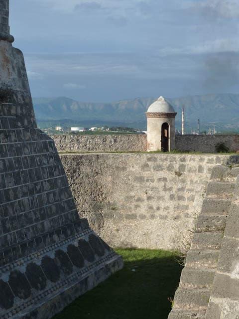 Festungsmauer in Santiago